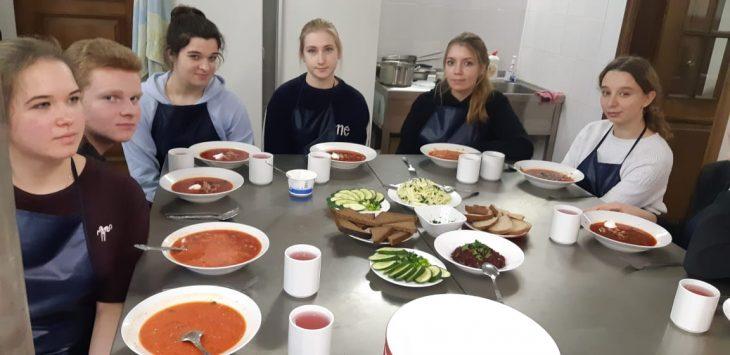 Воспитанники на обеде